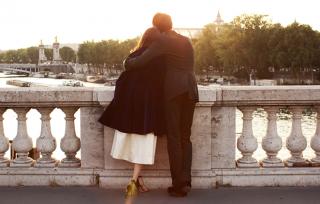 couple amoureux pont paris