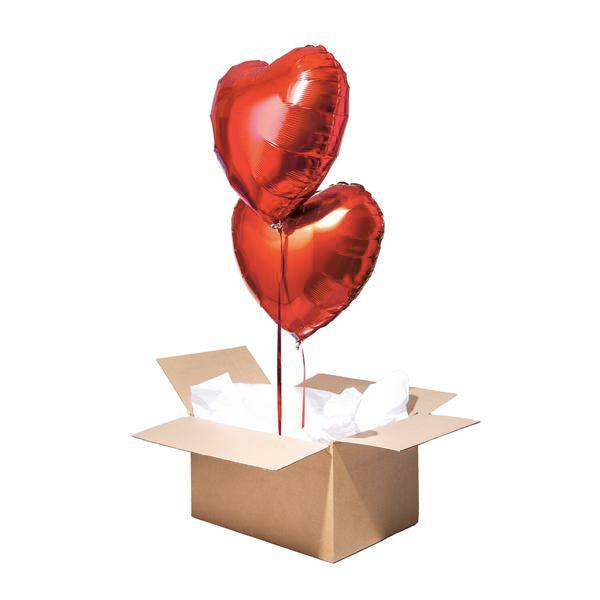 ballons en forme de coeur dans un carton