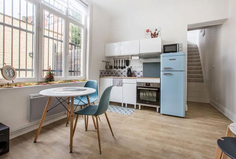 cuisine d'un appartement airbnb lille