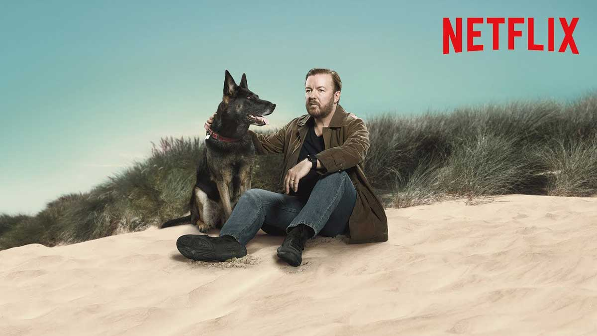 Tony et sa chienne au bord de la plage dans After Life