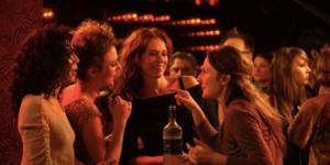 10 bars où vous trouverez des célibataires à Paris